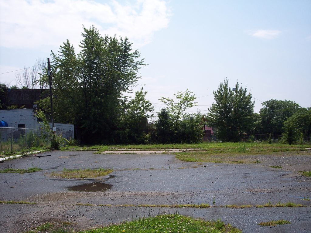 Brownfields site in Hartford: Vacant lot at corner of Albany Avenue and Woodland Street